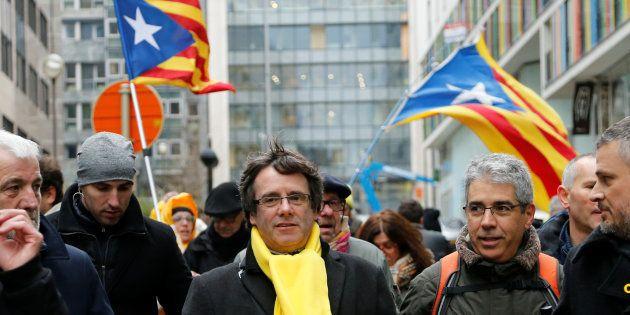 Catalogne: Depuis la Belgique ou la prison, la campagne atypique des