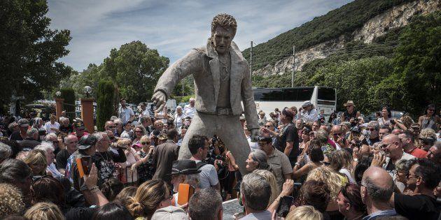 La statue de Johnny Hallyday inaugurée le 16 juin 2018 à Viviers par le sculpteur Daniel