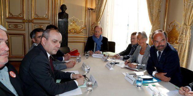 Le secrétaire général de la CFDT Laurent Berger (gauche) avant un rendez-vous avec le Premier ministre...