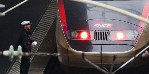 SNCF: l'État reprendra 35 milliards d'euros de dette sur un total de