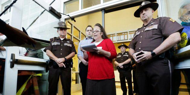Kim Davis devant le tribunal du comté de Rowan à Morehead (Kentucky) le 14 septembre