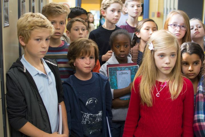 Auggie Pullman (Jacob Tremblay) und seine Schulkameradin Charlotte (Elle McKinnon)