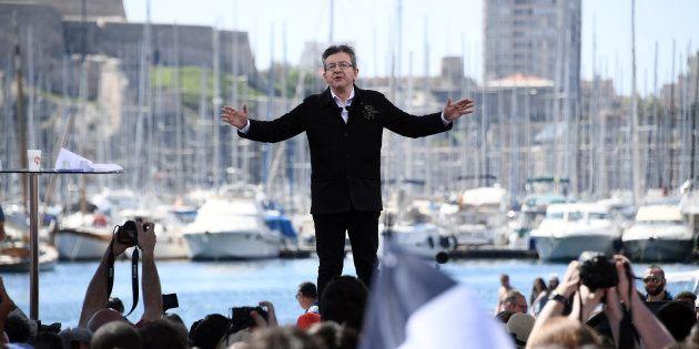 Jean-Luc Mélenchon, sur le Vieux Port de Marseille, pendant sa campagne présidentielle de