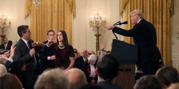 Donald Trump s'en prenant au journaliste Jim Acosta en conférence de