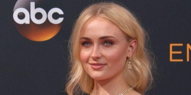 Sophie Turner raconte comment la teinture pour cheveux qu'elle avait utilisé pour interpréter Sansa Stark...
