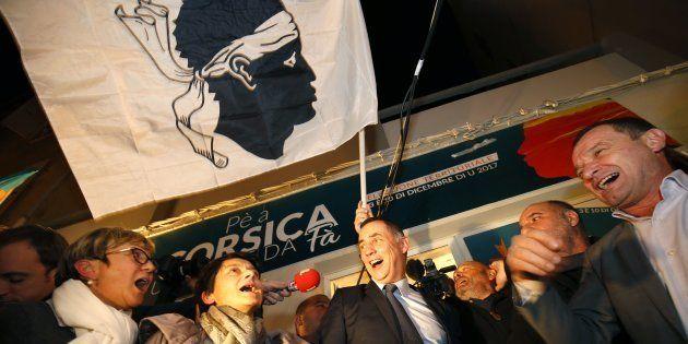 L'autonomiste Gilles Simeoni, chef de file de la coalition Pè a Corsica (Pour la Corse) qui comprend...