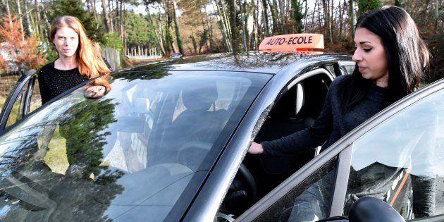 Passer son permis de conduire sera-t-il vraiment moins cher, comme l'a promis Emmanuel