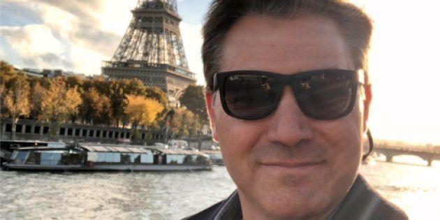 Selfie du journaliste Jim Acosta à Paris, venu couvrir pour CNN le déplacement du président