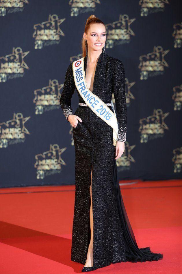 Aux NRJ Music Awards 2018, Maeva Coucke a fait scintiller le tapis