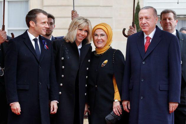Emmanuel et Brigitte Macron accueillent le président turc Tayyip Erdogan et sa femme Emine