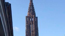 Le drapeau Rot un Wiss hissé illégalement sur la cathédrale de