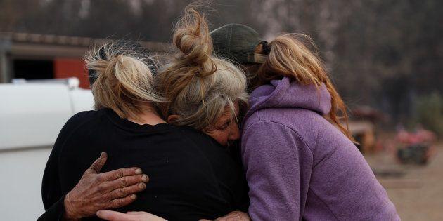 Un famille en pleurs à Paradise,