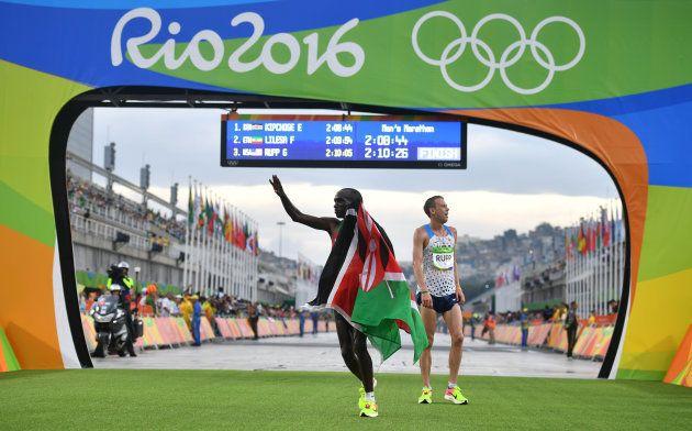 Le Kenyan Eliud Kipchoge remporte le marathon des Jeux de