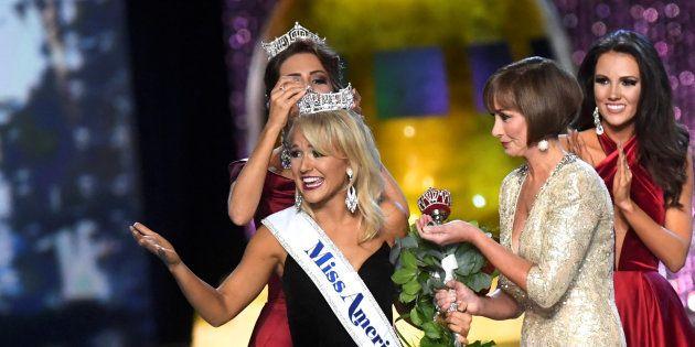 49 Miss America réclament la démission de l'organisateur après la publication d'emails