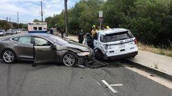Une Tesla en mode Autopilot n'a rien trouvé de mieux à faire que de foncer dans une voiture de