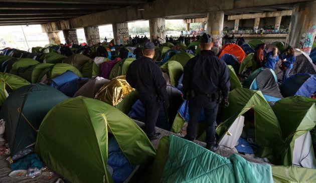 Les images de l'évacuation du plus grand camp de migrants à