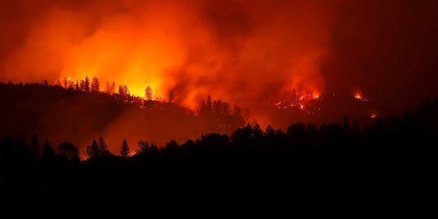 La sécheresse et des vents violents ont permis aux flammes de ravager le nord de la