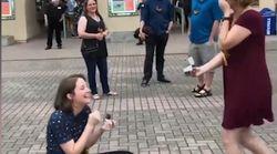 Elle demande sa copine en mariage... le même jour
