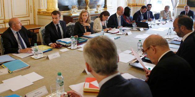 Emmanuel Macron en plein conseil des