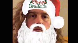 Julien Doré est ravi de se grimer en Père Noël pour vous souhaiter de joyeuses