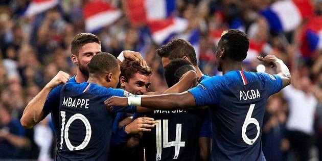 L'équipe de France célébrant un but inscrit contre l'Allemagne au Stade de France le 16 octobre