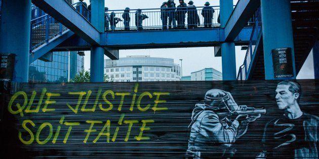 Manifestation contre les violences policières et en soutien à Théo devant le tribunal de Bobigny, le...