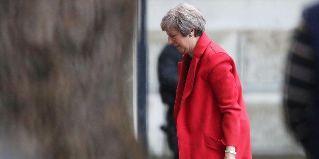 La Première ministre britannique Theresa May a passé la soirée du 13 novembre à recevoir ses ministres...