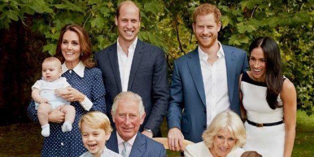La photo des 70 ans du Prince Charles, tout heureux d'être aux côtés de sa femme et de la jeunesse de...
