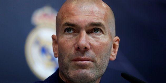 Zinédine Zidane annonce son départ du Real Madrid lors d'une conférence de presse