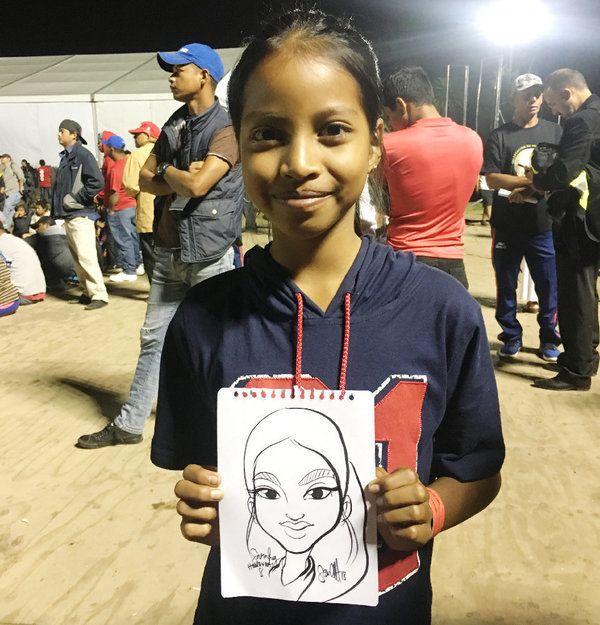Sarahi, 8 ans, arrive du Honduras avec sa famille. Elle aime l'école et le dessin. Pour elle, ce voyage...