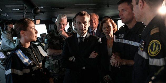 A bord du porte-avions nucléaire Charles de Gaulle, Emmanuel Macron doit défendre sur TF1 son engagement...