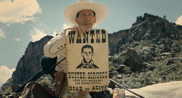 Tim Blake Nelson joue un cow-boy chanteur déjanté et fou de la gâchette dans la première histoire du