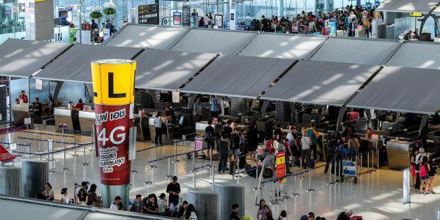 Une famille zimbabwéenne bloquée depuis deux mois à l'aéroport de Bangkok (photo