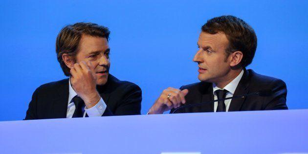 François Baroin et Emmanuel Macron lors du Congrès des maires de France à Paris le 23 novembre
