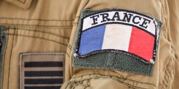 Un soldat français de l'opération Barkhane au Sahel, sur la base de Niamey au Niger le 22 décembre