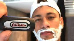 Neymar se rase la barbe pour