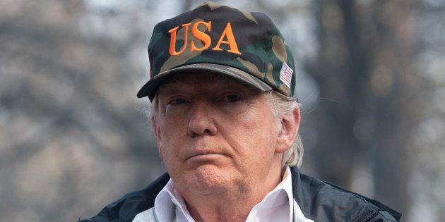 Casquette USA vissée sur le crâne, le président américain Donald Trump était ce samedi 17 novembre en...