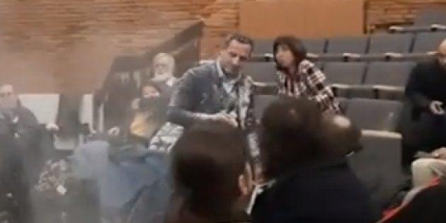 Le député LREM Adrien Taquet a été enfariné alors qu'il faisait une réunion publique à