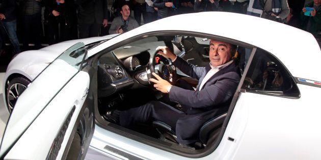 Carlos Ghosn dans un concept car Renault à Monaco en février