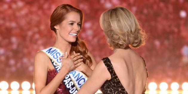 Miss Nord-Pas-de-Calais Maeva Coucke a remporté la couronne de Miss France en 2018. Elle est ici félicitée...