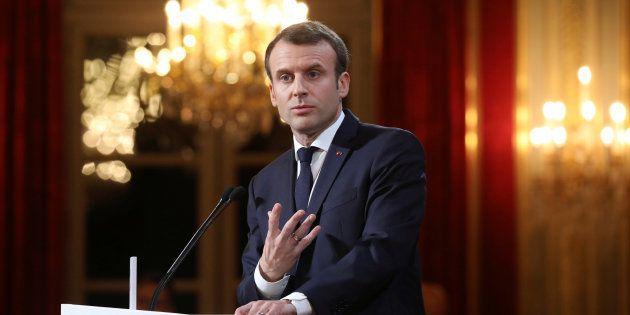Macron vise les fake news avec une loi. Mais desquelles