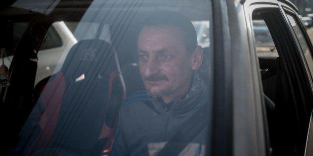 Denain (59), mars 2018. Guillaume se gare devant chez lui pour décharger les courses. Lui et sa famille...