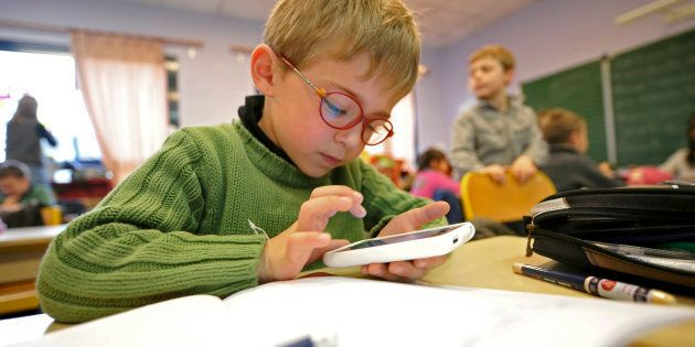 Des députés LREM veulent aussi interdire aux enseignants comme aux élèves l'usage du téléphone à