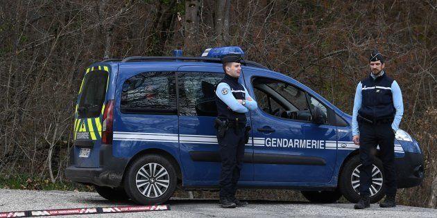 Des gendarmes en Savoie, en mars 2018, alors que Nordahl Lelandais était transporté sur les lieux où...