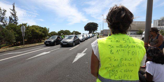 Avec le hashtag #Balancetongiletjaune, les internautes dénoncent les dérives des manifestants (Photo