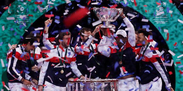Les Français célébrant leur victoire en finale de la Coupe Davis 2017 face à la Belgique au Stade Pierre-Mauroy...