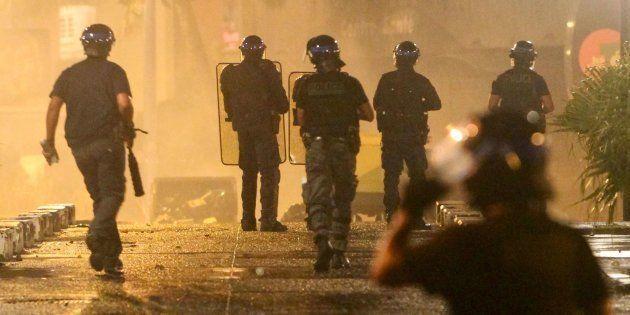 Des affrontements ont lieu à La Réunion depuis samedi entre des bandes de casseurs et les forces de