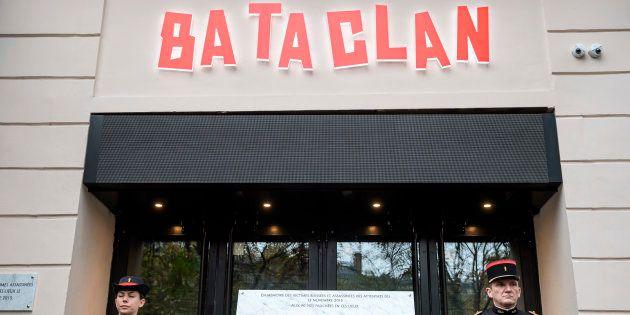 Des familles de victimes du Bataclan portent plainte pour comprendre pourquoi l'intervention de militaires...