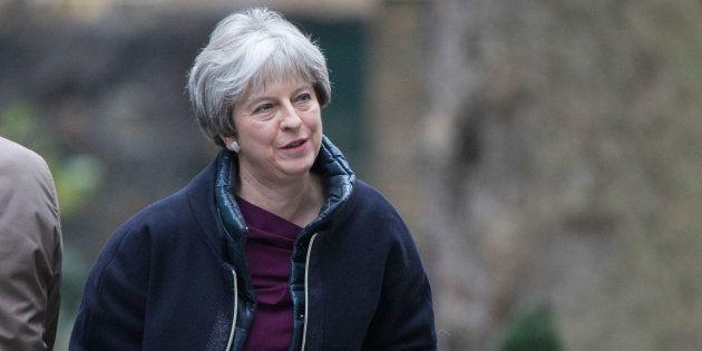 Avant la reprise des négociations sur le Brexit, Theresa May lance un
