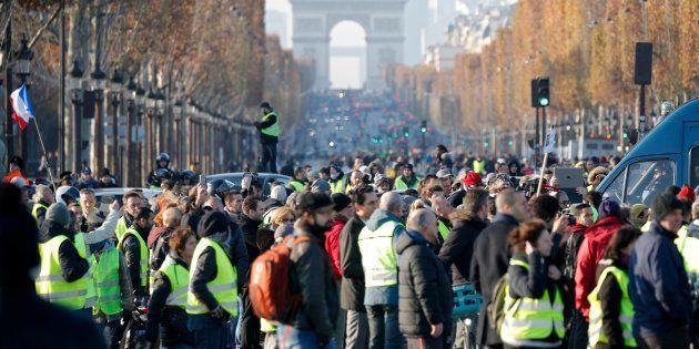 Les gilets jaunes vont-ils boycotter le Champ-de-Mars pour marcher vers l'Élysée? (Photo: la première...